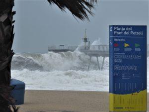 Una de les incomptables onades gegantines de la depressió Gloria / Badalona / Autor: Jordi Sacasas