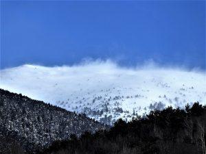 Masses de neu aixecada i arrossegada pel vent al puig Cerverís / Ribes de Febrer / Autor: Jordi Sacasas